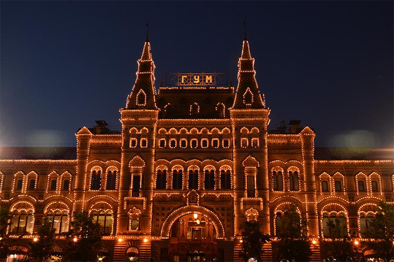 PaulaAbrahao-Moscou-RedSquareatnight4